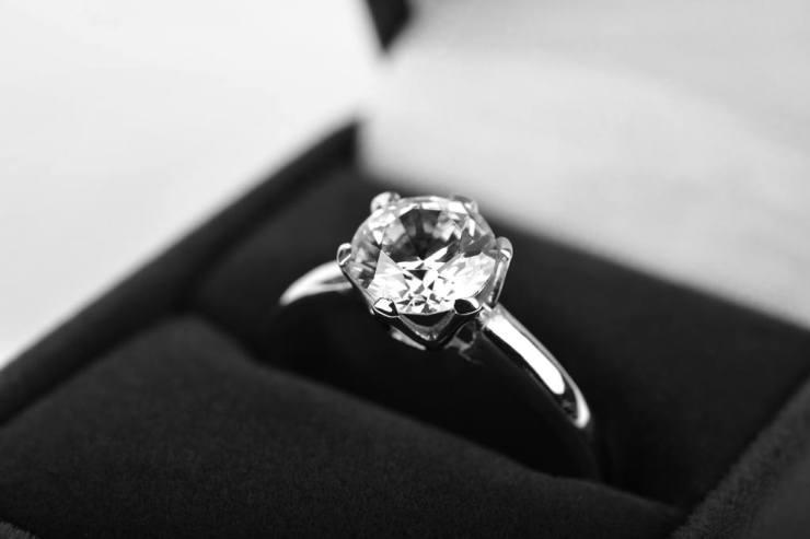 wedding_ring_bw